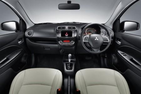 Интерьер Mitsubishi Attrage