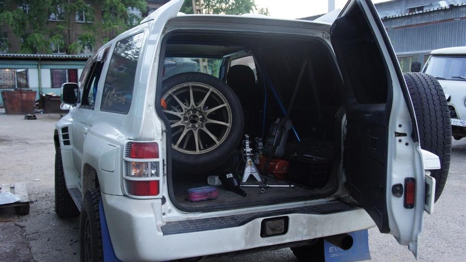В Паджеро Эво неплохой багажник