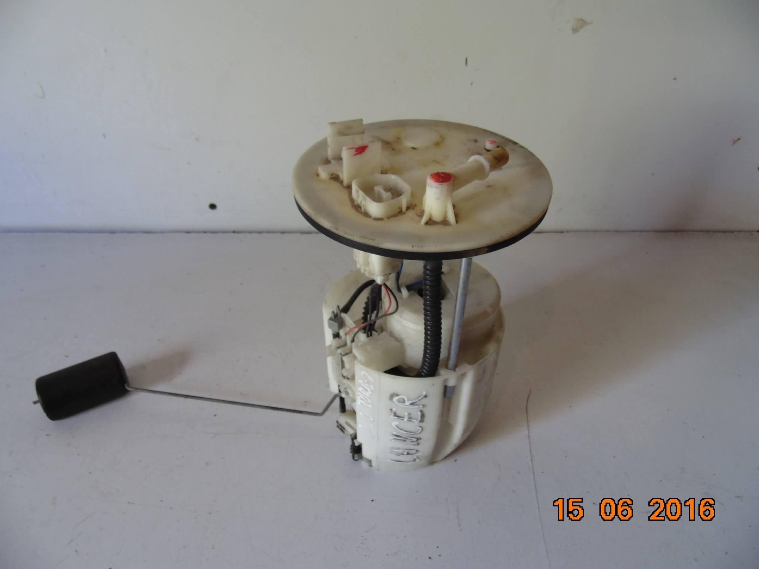 Поплавок топливного фильтра с его креплением