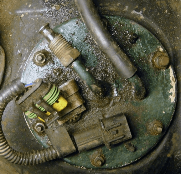 Как отвернуть гайки на бензонасосе