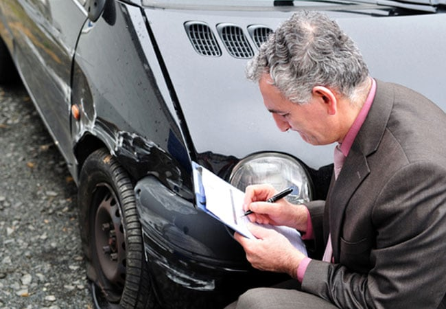 У кого заказать услугу выкупа автомобилей после ДТП?